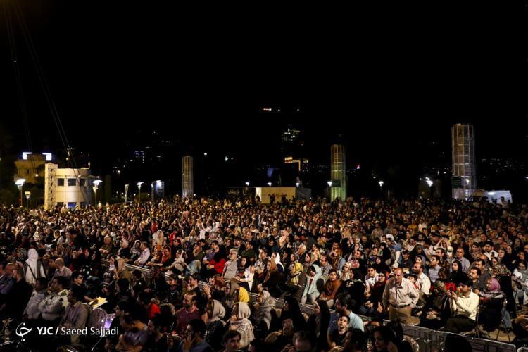 تصاویر اجرای زنده محمد اصفهانی,تصاویر اجرای اصفهانی در پل طبیعت,عکس های اجرای اصفهانی در بوستان آب و آتش