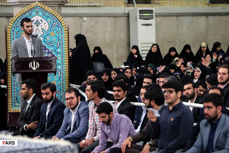 تصاویر دیدار دانشجویان با رهبر معظم انقلاب اسلامی,عکس های آیت الله خامنه ای,تصاویر دانشجویان و رهبر انقلاب