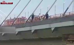 فیلم/ خودکشی نافرجام ۲ دختر از روی پل میدان امام حسین مشهد