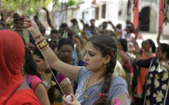 تصاویر زنان هندی,عکس های فستیوال در هند,تصاویر فستیوال زنان هند برای طول عمر شوهرانشان