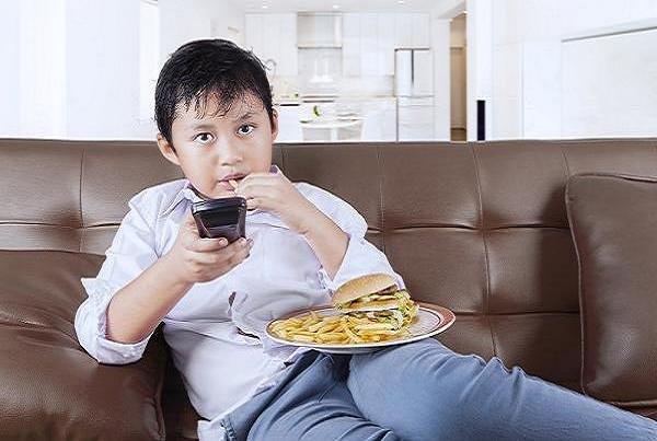 چاقی کودکی موجب بروز مشکلات جسمی در سالمندی می شود