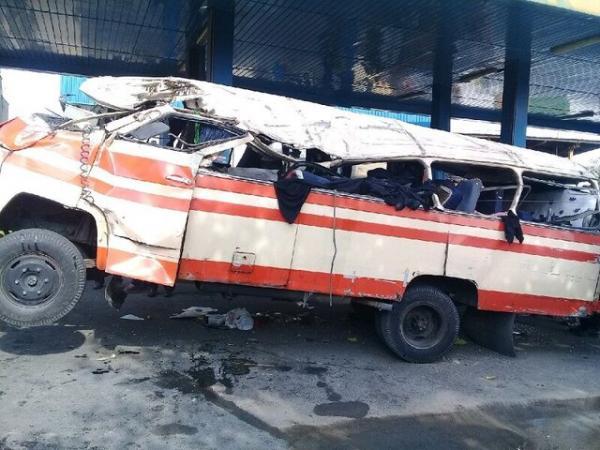 شناسایی اجساد حادثه واژگونی مینیبوس مسافربری محور بوئین میاندشت - خوانسار /اسامی