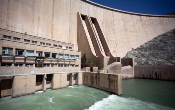 خروجی سد زاینده رود به صورت پلکانی کاهش می یابد