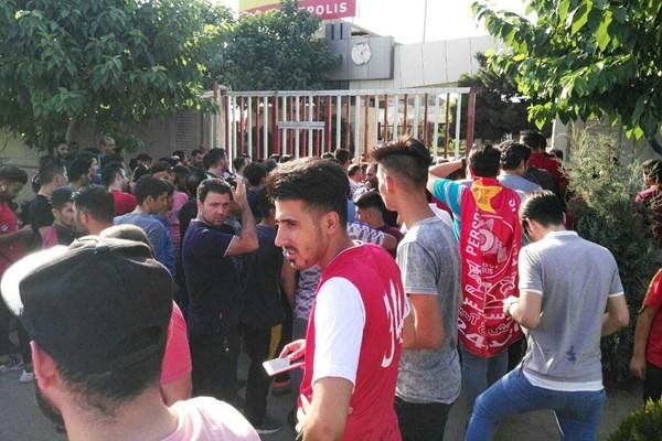 درگیری هواداران پرسپولیس به خاطر تشویق برانکو,اخبار فوتبال,خبرهای فوتبال,حواشی فوتبال
