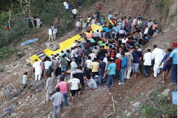 سقوط مینیبوس به درهای در کشمیر,اخبار حوادث,خبرهای حوادث,حوادث