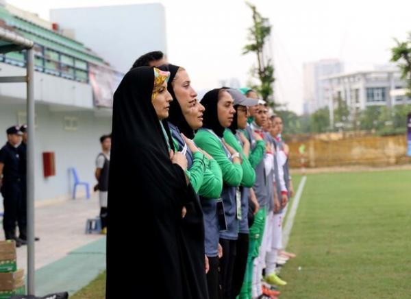 دختران فوتبالیست و مادر خواندهای به نام صوفیزاده!