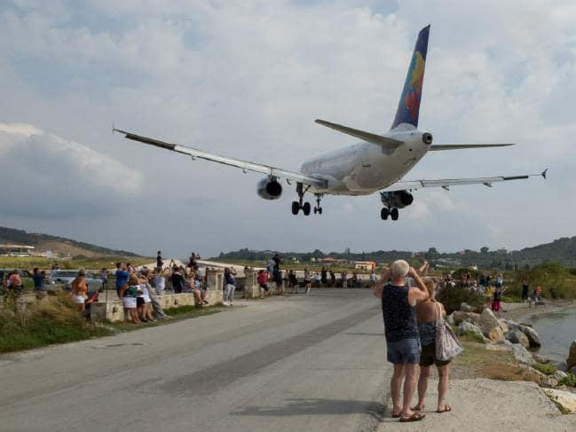 تصاویر عبور هواپیماها از روی گردشگران,عکس های عبور هواپیماها از روی گردشگران,عکس های گرشگران