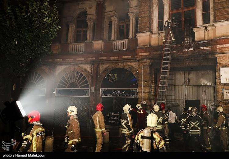 تصاویر آتشسوزی در میدان حسنآباد تهران,عکس های حوادث در تهران,تصاویر آتشسوزی در حسنآباد
