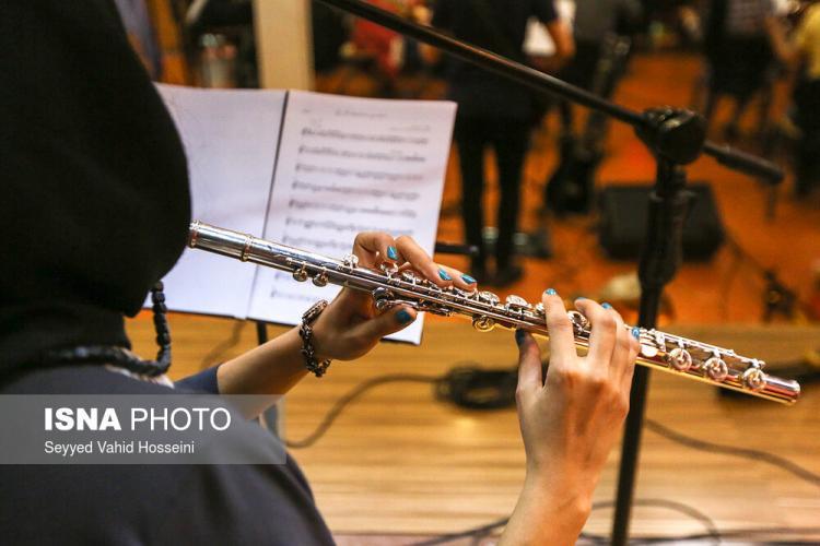 تصاویر تمرین گروه ارکست حسین زمان,عکس های تمرین ارکستر کنسرت به تو میرسم دوباره,تصاویر تمرینات قبل کنسرت حسین زمان