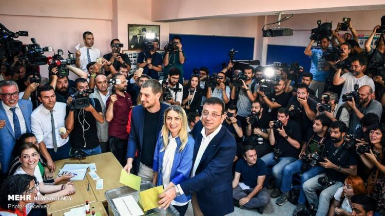 تصاویر انتخابات شهرداری استانبول,عکس های اتفاقات سیاسی در استانبول,تصاویر حضور افراد در انتخابات شهرداری استانبول