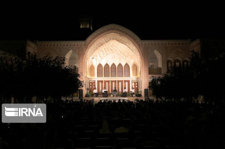 تصاویر اجرای کنسرت آوای ایران,تصاویر کنسرت آوای ایران در خانه عامری های کاشان,عکس های کنسرت آوای ایران در کاشان