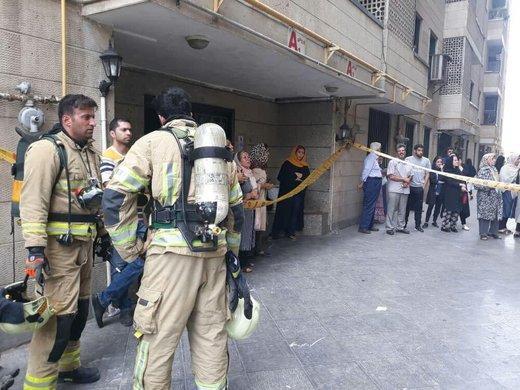 آتشسوزی در ساختمان ۱۰ طبقه در سعادتآباد