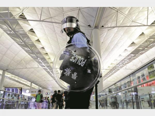 فرودگاه هنگ کنگ,اخبار سیاسی,خبرهای سیاسی,اخبار بین الملل