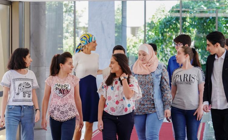 تصاویر دیدار اسما اسد با دانش آموزان سوری,عکس های اسما اسد,تصاویر همسر رئیس جمهوری سوریه