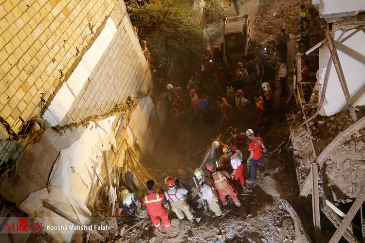 تصاویر ریزش ساختمان کلنگی خیابان ظفر,عکس های ریزش ساختمان کلنگی خیابان ظفر,تصاویر خسارات ریزش ساختمان کلنگی خیابان ظفر