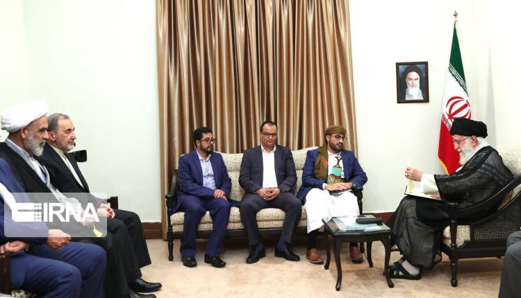 تصاویر دیدار هیاتی از جنبش انصارالله یمن با رهبر انقلاب،عکس های دیدار رهبر انقلاب و انصارالله یمن،تصاویر حضور هیاتی از انصارالله یمن در تهران