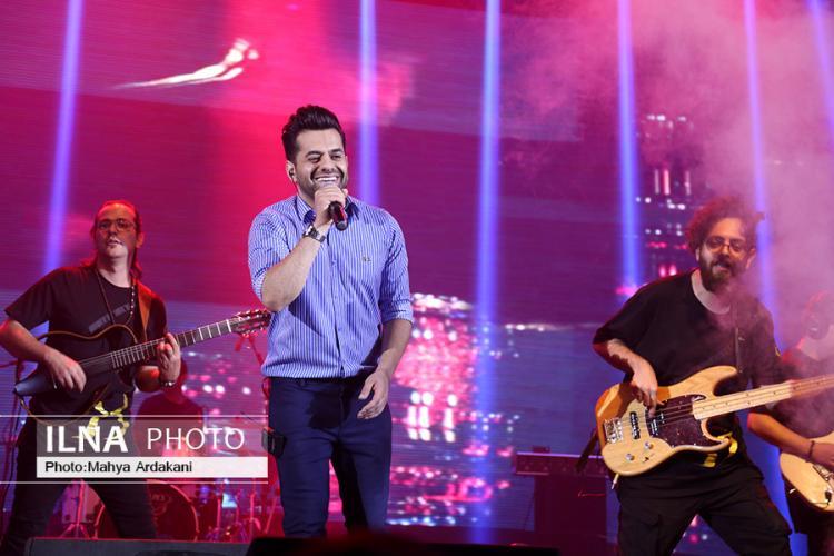 تصاویر کنسرت رضا بهرام,عکس های کنسرت پاپ,تصاویر کنسرت در برج میلاد