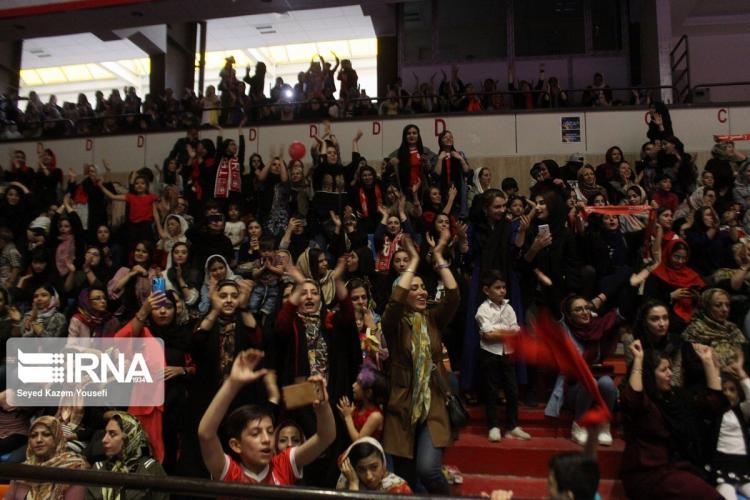 تصاویر جشن رونمایی از لوگو و پیراهن تیم فوتبال تراکتورسازی تبریز ,عکس های رونمایی از لوگو جدید تراکتورسازی,عکس های مراسم رونمایی از پیراهن جدید تراکتورسازی