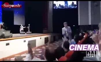 فیلم/ حضور عادل فردوسی پور در کنسرت مهران مدیری