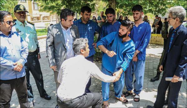 دستگیری گوشی قاپ ها در مشهد,اخبار حوادث,خبرهای حوادث,جرم و جنایت