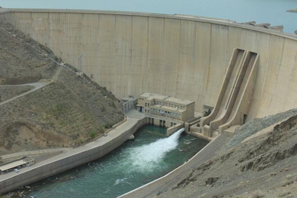 رهاسازی آب از سد زایندهرود تا انتهای کشت بهاره ادامه دارد