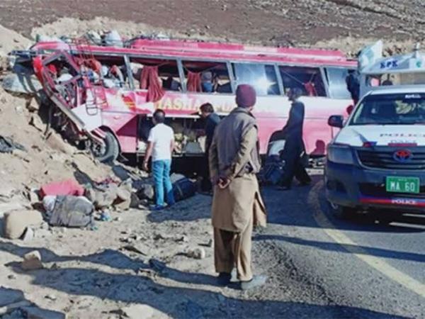 تصادف اتوبوس در پاکستان,اخبار حوادث,خبرهای حوادث,حوادث