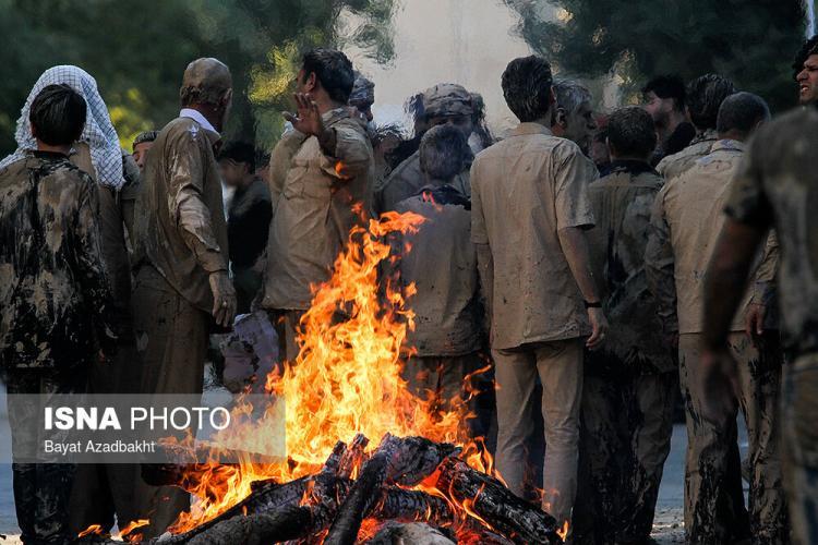 تصاویر آیین گل مالی مردم خرم آباد در روز عاشورا,عکس های گل مالی مردم خرم آباد,تصاویر گل مالی مردم خرم آباد در روز عاشورا