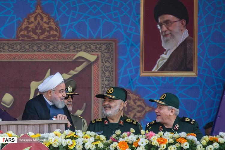 تصاویر رژه بزرگ نیروهای مسلح,عکس های حسن روحانی در مراسم رژه هفته دفاع مقدس,تصاویر هفته دفاع مقدس