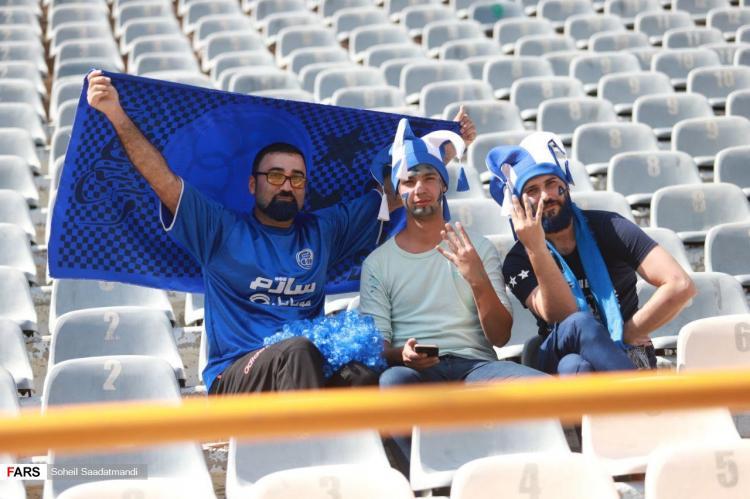تصاویر دیدار تیمهای فوتبال استقلال و پرسپولیس,عکس های تماشاگران در ورزشگاه آزادی,تصاویر دربی 98
