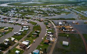 تصاویر سیل در تگزاس,عکس های سیل در تگزاس,تصاویر آب گرفتگی در شهرهای ایالت تگزاس