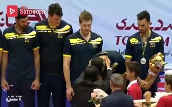 فیلم/ اهدای جام قهرمانی آسیا به تیم ملی والیبال ایران