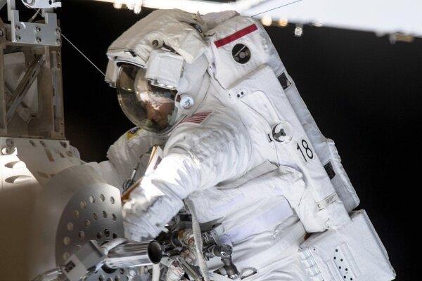 سلفی فضانوردان زن,اخبار علمی,خبرهای علمی,نجوم و فضا