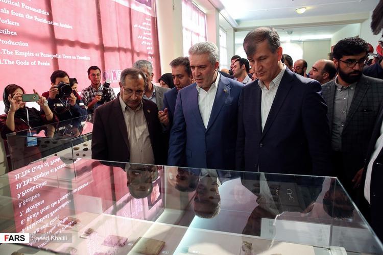 تصاویر رونمایی از لوح تاریخی هخامنشی,عکس های رونمایی از لوح تاریخی هخامنشی,تصاویر لوح های تاریخی هخامنشی
