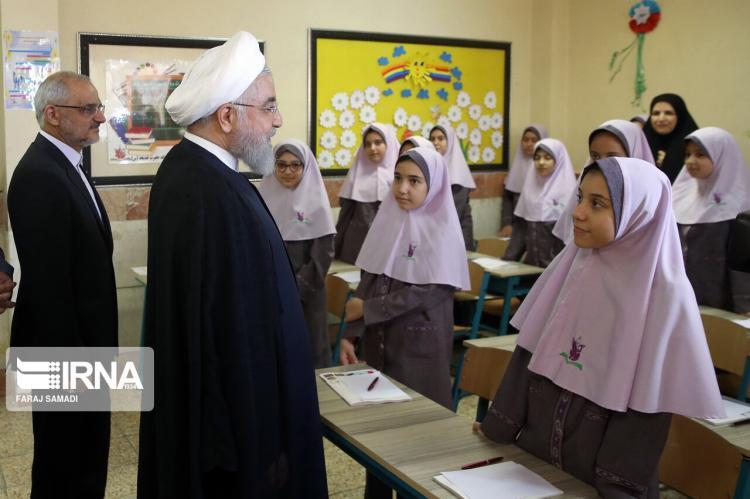 تصاویر نواخته شدن زنگ مدرسه دخترانه شاهد,عکس های نواخته شدن زنگ مدرسه دخترانه شاهد,تصاویر نواخته شدن زنگ مدرسه دخترانه شاهد توسط روحانی