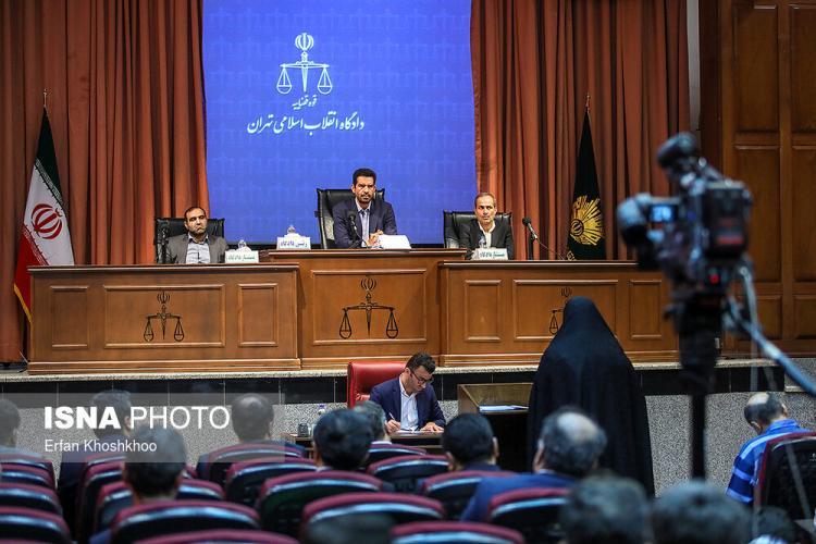 تصاویر چهارمین جلسه دادگاه شبنم نعمتزاده,عکس های چهارمین جلسه دادگاه شبنم نعمتزاده,تصاویر دادگاه شبنم نعمت زاده