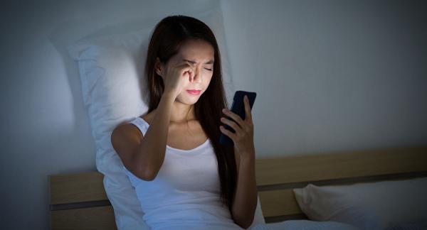 عواقب خیره شدن به تلفن همراه,اخبار پزشکی,خبرهای پزشکی,تازه های پزشکی