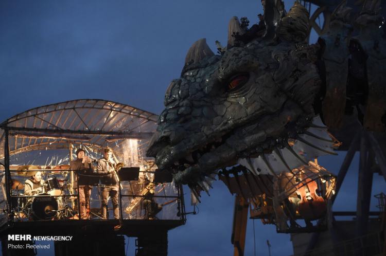 تصاویر نمایش خیابانی ربات ها در کاله فرانسه,عکس های نمایش خیابانی ربات ها در کاله فرانسه,تصاویر گردشگران شهر کاله فرانسه