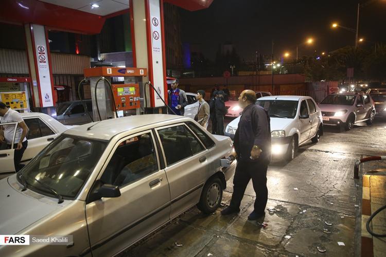 تصاویر سهمیه بندی پمپبنزینهای تهران,عکس های سهمیه بندی پمپبنزینهای تهران,تصاویر وسايل نقليه بنزين سوز