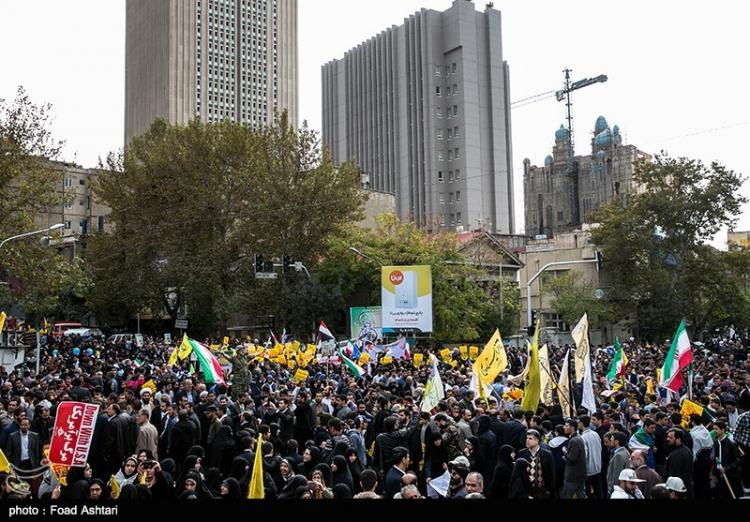 تصاویر راهپیمایی روز ۱۳ آبان در تهران,عکس های راهپیمایی روز ۱۳ آبان در تهران,تصاویر راهپیمایی 13 آبان مقابل سفارت سابق آمریکا در تهران