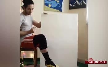 فیلم/ نقاشی علی کریمی با پا توسط یک هنرمند؛ ستاره فوتبال آسیا: جادوگر خودتی