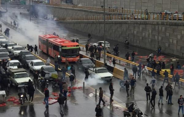 در اعتراضات به افزایش قیمت بنزین چند نفر بازداشت شدند؟/ بیشترین بازداشتیها در کدام استان بود؟ /جدول