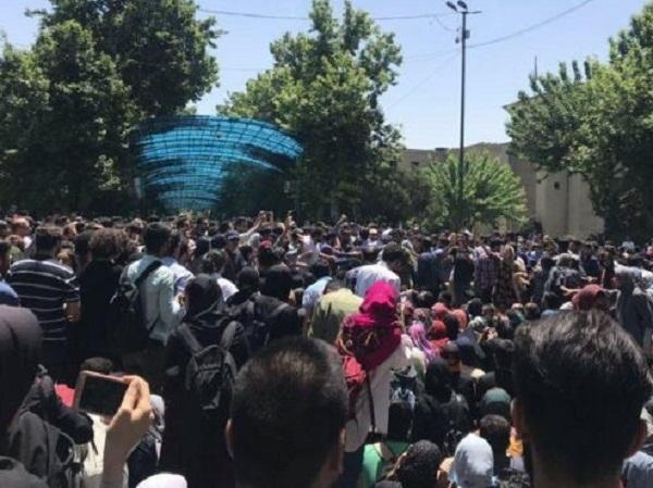 دانشجویان در تظاهرات اعتراضی,اخبار دانشگاه,خبرهای دانشگاه,دانشگاه