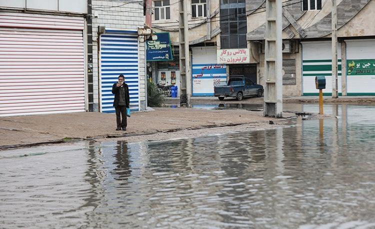 تصاویر بارندگی در آبادان,عکس های بارش باران در آبادان,عکس های مردم آبادان در آب
