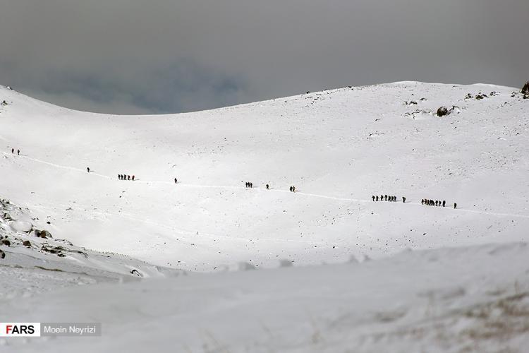 تصاویری از قدمگاه نادرشاه افشار,عکس های تخت نادر,تصاویر تخت نادر در کوهستان الوند,تصاویر استقبال مردم از تخت نادر