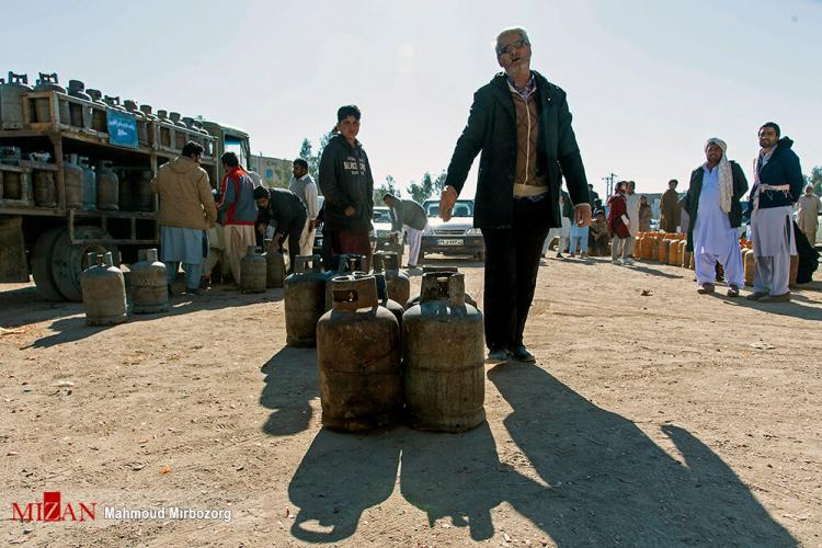 تصاویر مردم زاهدان در صفهای گاز مایع,عکس های مردم زاهدان در صفهای گاز مایع,تصاویر کمبود گاز مایع در زاهدان