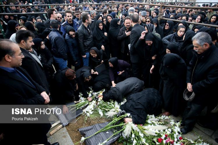 تصاویر تشییع پیکر شهدای سقوط هواپیمای اوکراینی در شهرهای مختلف ایران,عکس های تشییع پیکر شهدای سقوط هواپیمای اوکراینی،تصاویر خانواده های شهدای سقوط هواپیمای اوکراینی