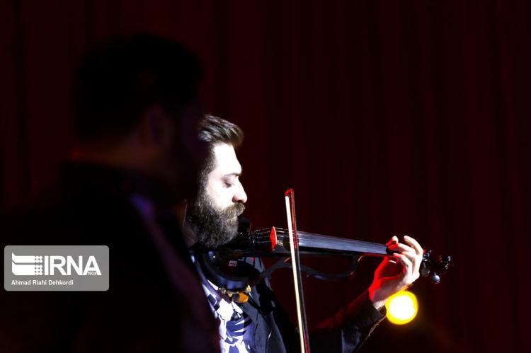 تصاویر کنسرت رضا صادقی در شهرکرد,عکس های کنسرت در شهرکرد,تصاویر کنسرت رضا صادقی