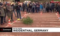 فیلم/ مسابقه جهانی پرتاب درخت کریسمس در آلمان