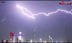 فیلم/ لحظه اصابت صاعقه به بلندترین برج جهان
