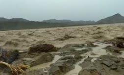 فیلم/ بارش باران در شهر سیلزده بنت در استان سیستان و بلوچستان